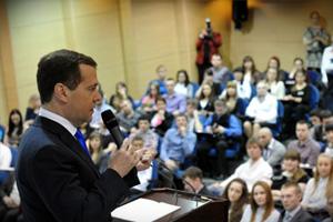В день всех влюбленных Дмитрий Медведев рассказал, как влюбить в себя девушку