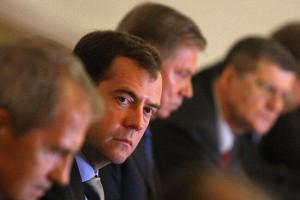 На странице Медведева в «Вконтакте» появились матерные песни