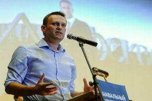 Агитаторы Навального обклеили стикерами столичные памятники